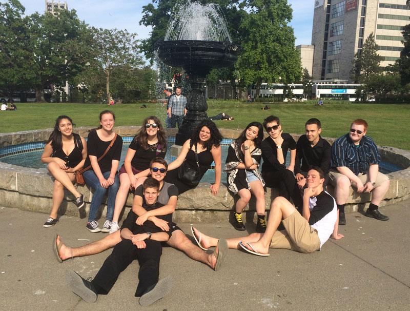 Jazz band around fountain