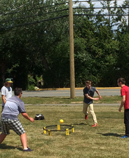 Students play Spikeball at Parkland