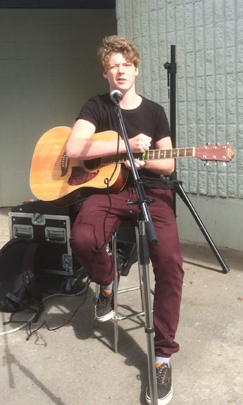 Lunch music series at Parkland