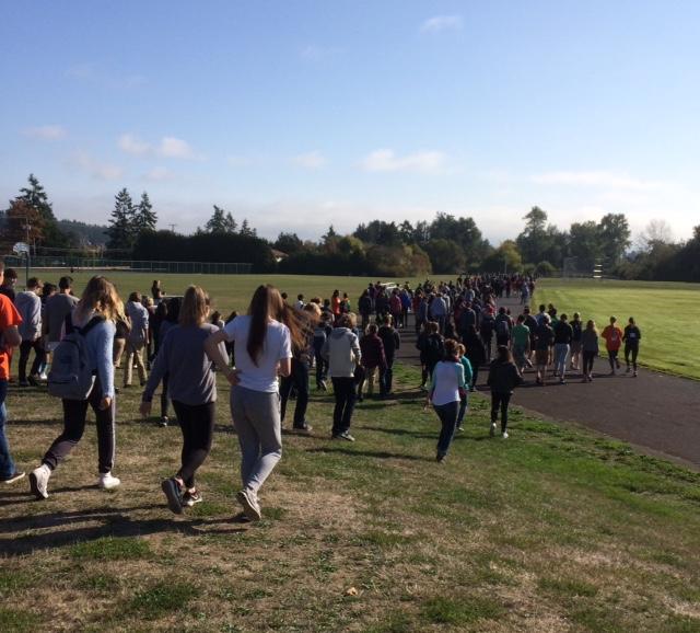 Parkland students start the Terry Fox Run