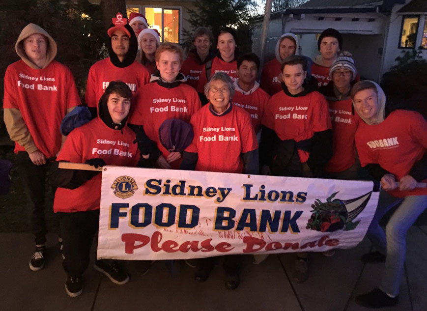Parkland Volunteers at the Sidney Sparkles Parade & the Sidney Lions Food Bank!